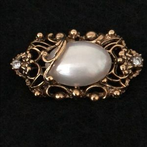Jewelry - VINTAGE ANTIQUE GOLD & WHITE MABE PEARL BROACH